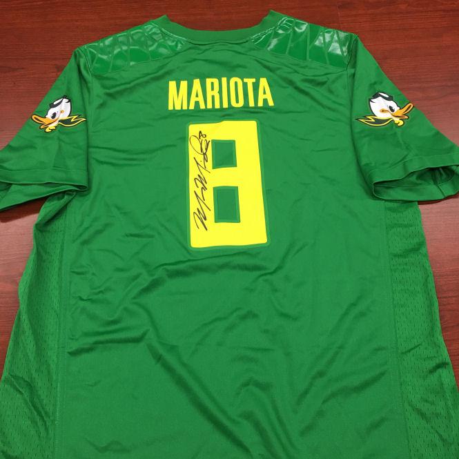 Signed Marcus Mariota Ducks Jersey (XL)