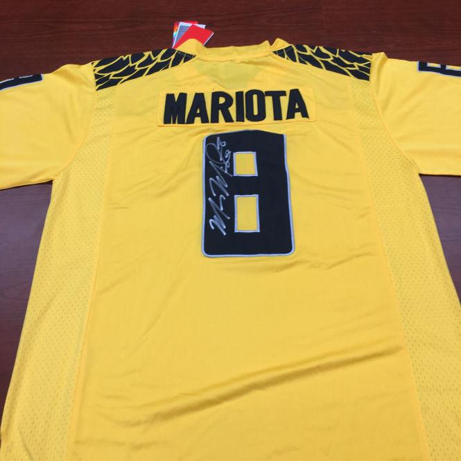 Signed Marcus Mariota Ducks Jersey (XXL)